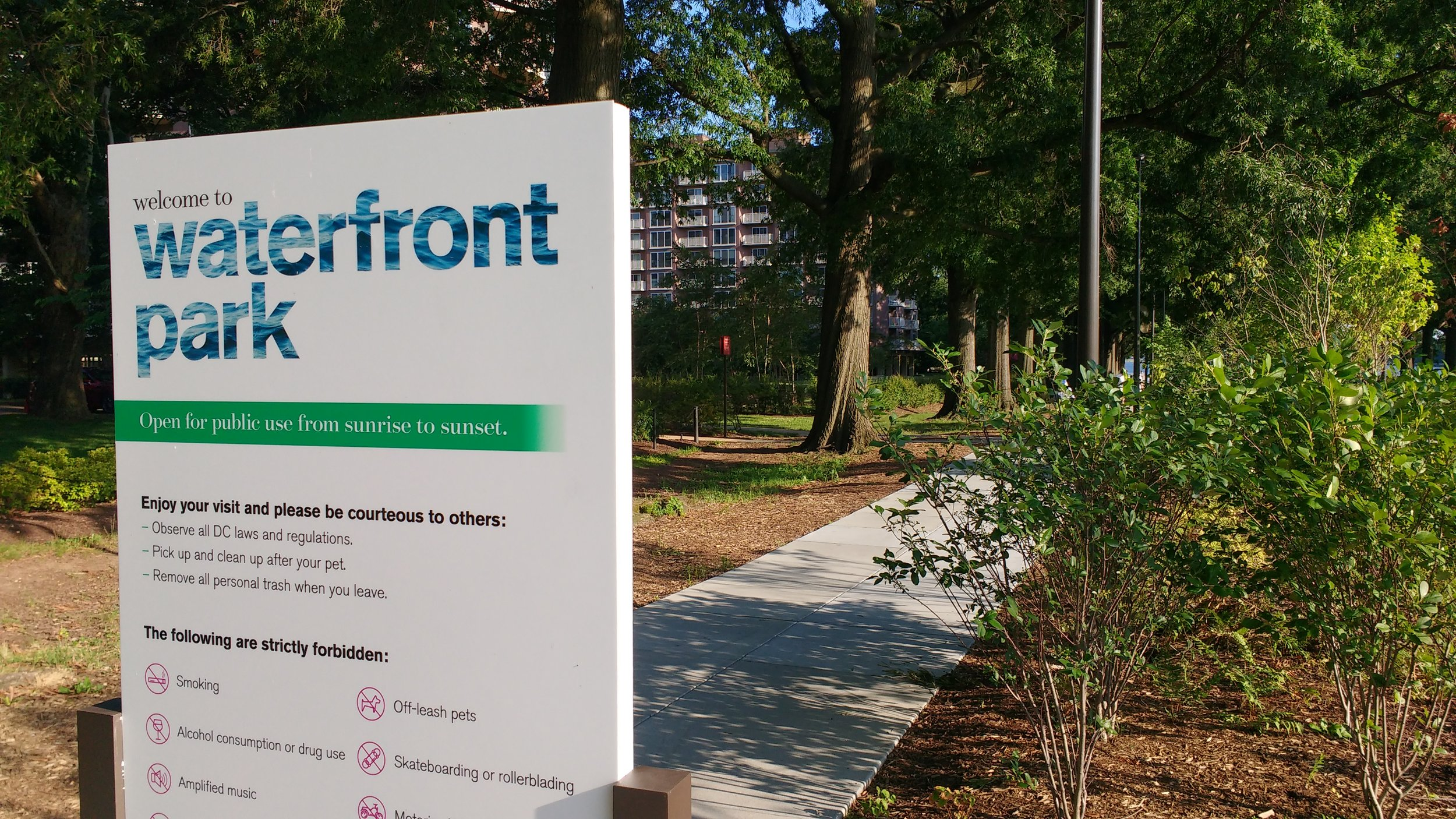 Waterfront_Park-sign.jpg