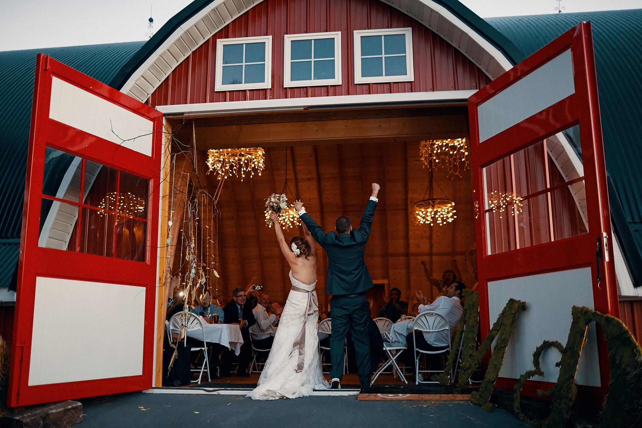 Jean_Acres_Barn_Wedding_Photography_High_End_Minneapolis_Brand_Photographer_Something_Candid_022.JPG