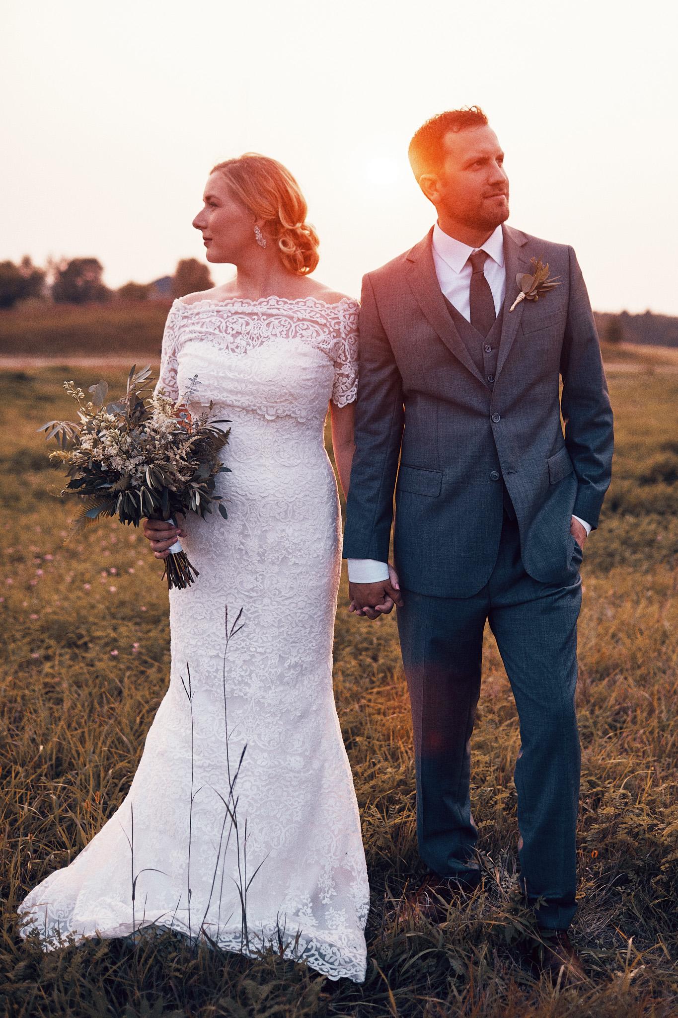 Killer_Field_Golden_Hour_Shot_In_Alexandria_Wedding_Photography_High_End_Minneapolis_Brand_Photographer_Something_Candid_029.JPG
