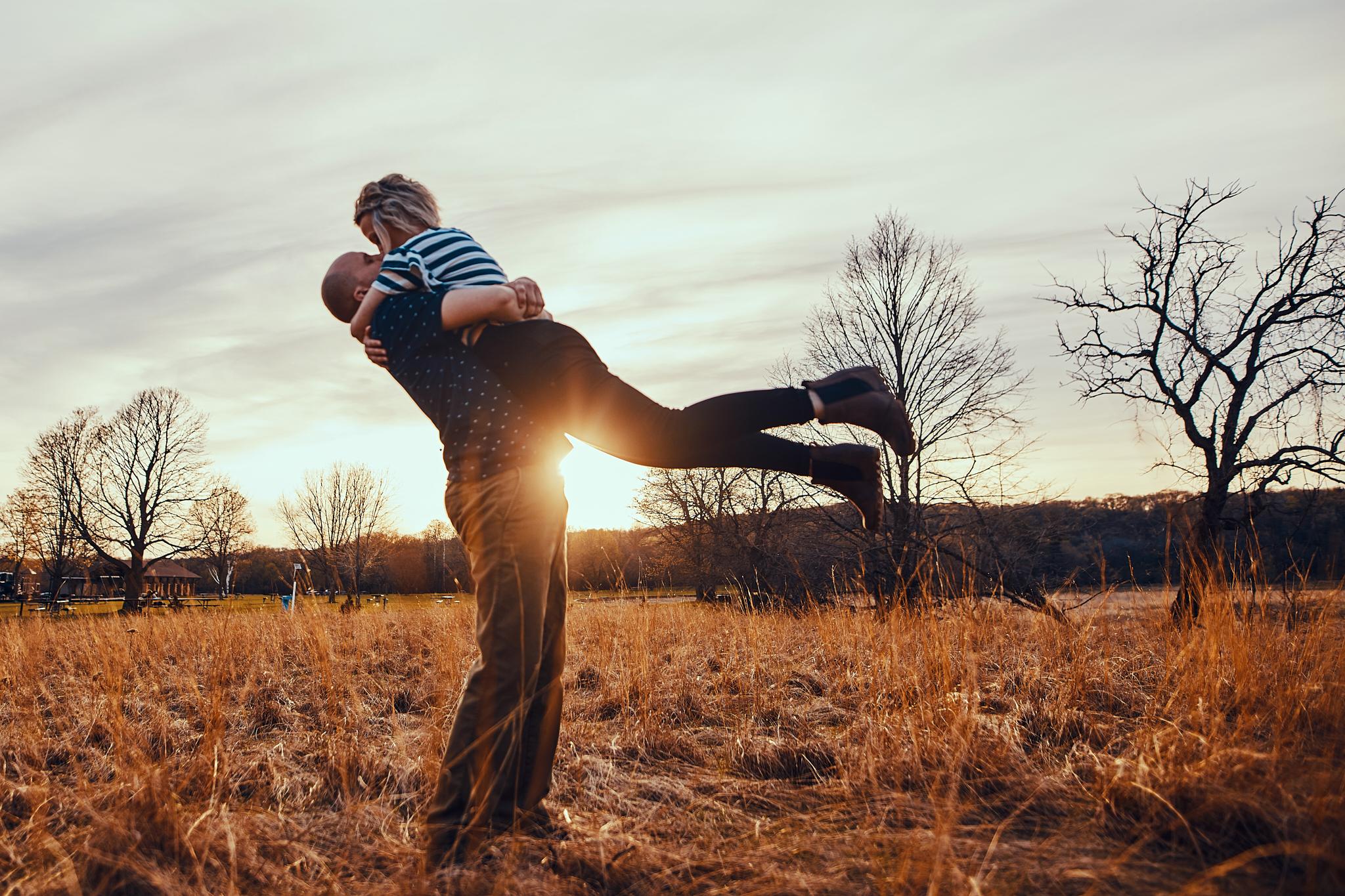 Engagement_Photographer_Twin_Cities_St_Paul_Miinneapolis_Lifestyle_Outdoor_Somethin_Candi_Photography_011.JPG