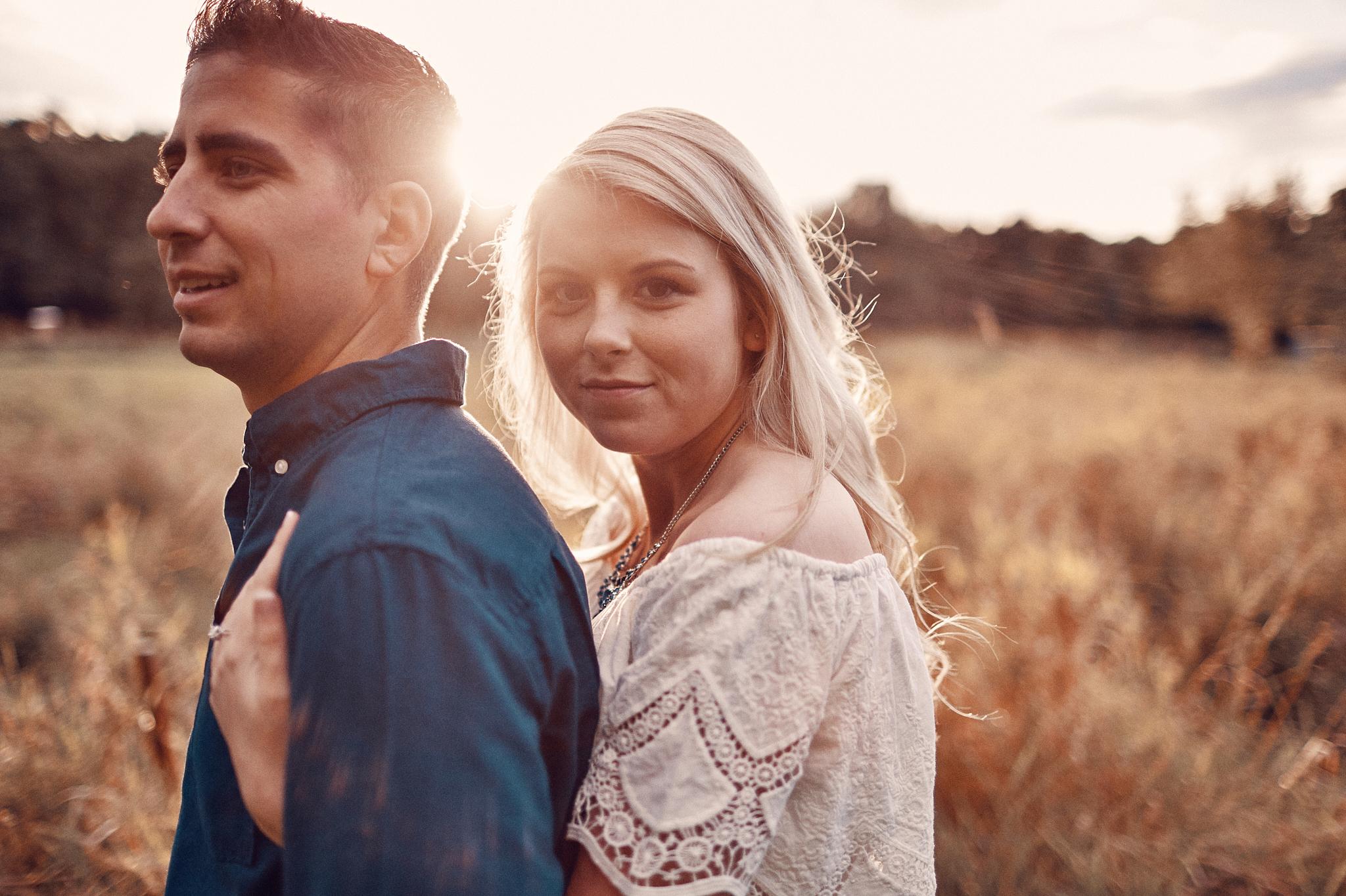 Engagement_Photographer_Twin_Cities_St_Paul_Miinneapolis_Lifestyle_Outdoor_Somethin_Candi_Photography_032.JPG