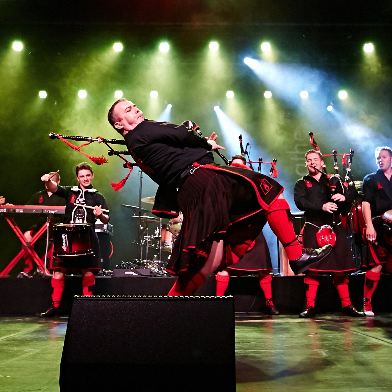 THE RED HOT CHILLI PIPERS - Bagpipers who Rock