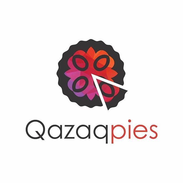 """Представляем вашему вниманию логотип  команды Qazaqpies. Название группы говорит само за себя, но также в нем скрыт другой смысл - казахские пироги. После первой встречи Next Notes 2018 ребята были распределены по группам. Вышло так, что каждый из участников этой группы предпочитает писать и исполнять песни на казахском языке. Один из участников подметил: """"Мы же все казакпаи!"""". Так ребята и решили назвать свою команду. В графическом элементе логотипа изображен пирог с отрезанным кусочком, в котором также можно разглядеть латинскую заглавную букву Q. @nextnoteskz  @orynkhan @kelbatman @ruslawkapimp @aarailymm @abok362"""