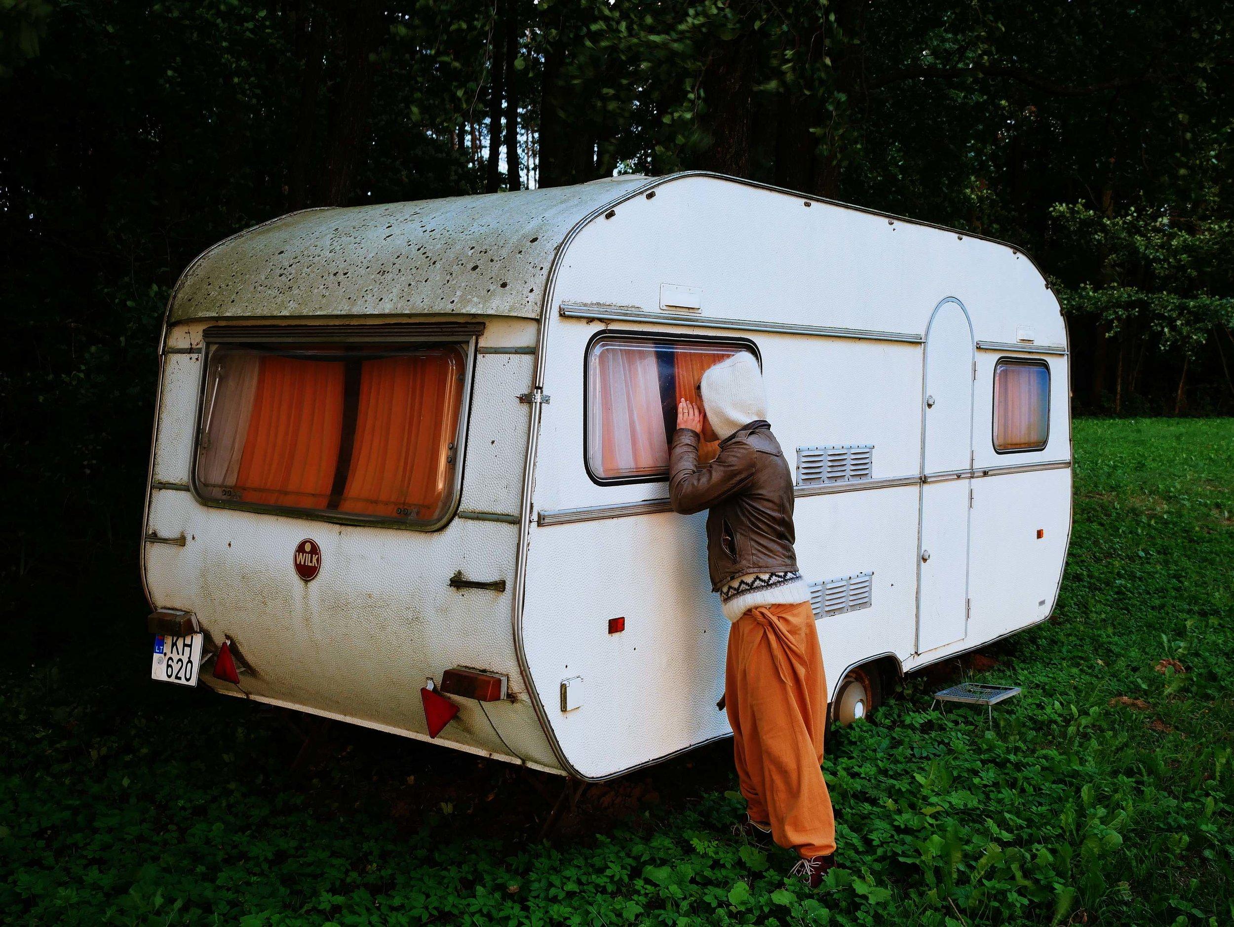 ein-verlassener-wohnwagen