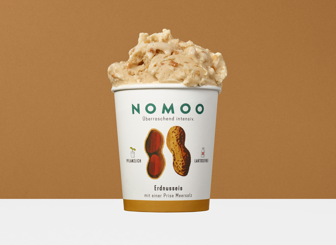 NOMOO-Erdnusseis-1369w-1000h-RGB-100P-500ml.jpg