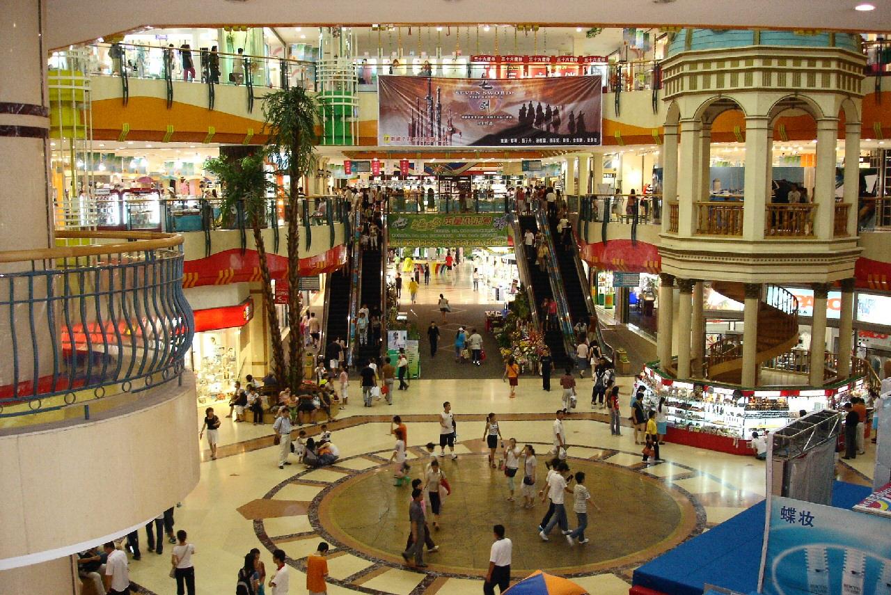 Dalian_large_Shopping_Mall_2005.jpg