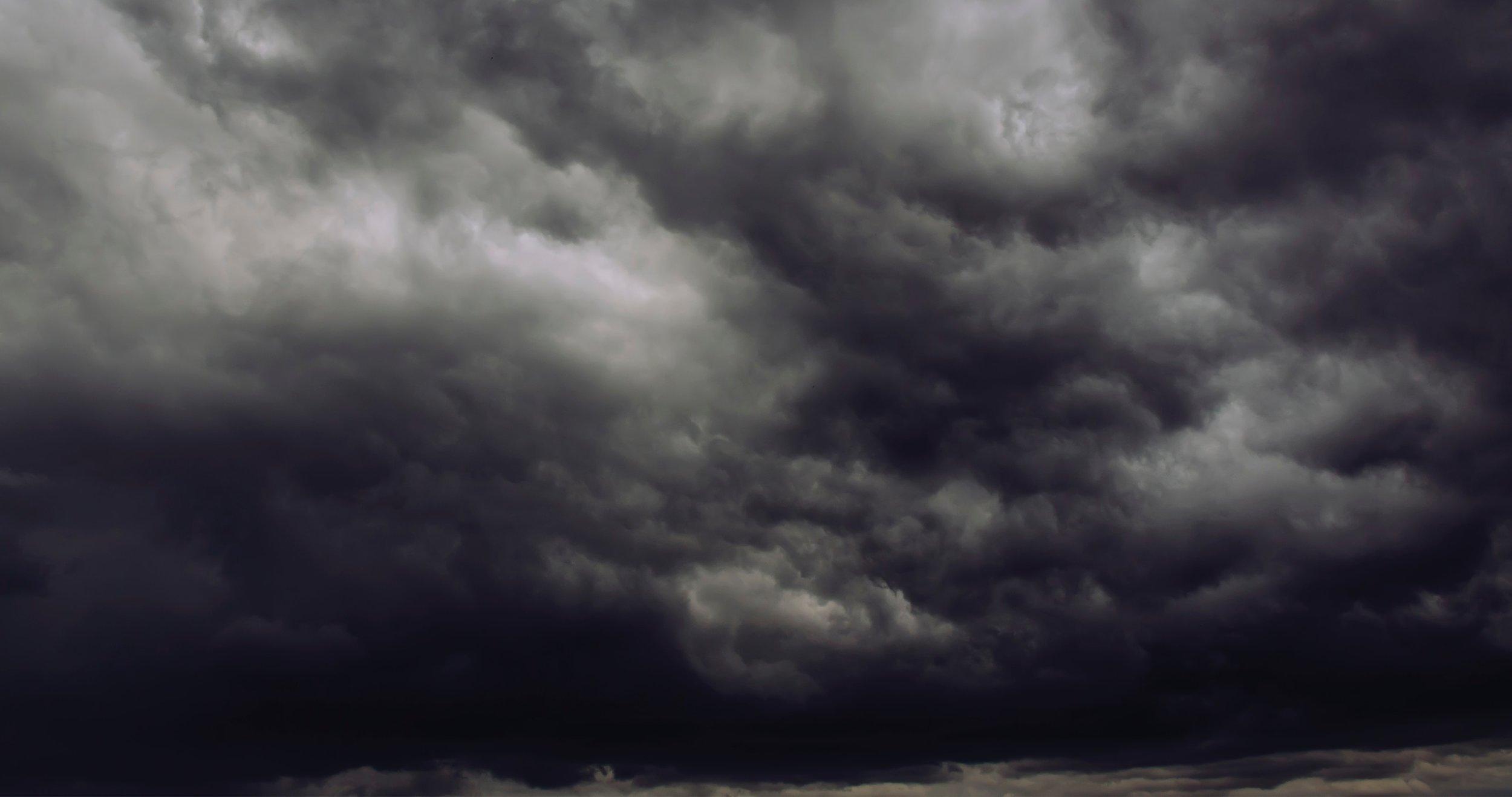 dark-clouds-storm-thunderstorm-388418.jpg