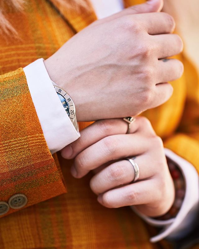 THE DEVIL IS IN THE DETAIL... Take your pick and have some fun. Orange, blue or yellow - you do you. We're loving all the quaint and the quirky 💕✨ Worn with @steinhart_watches_official @yejewelry @meadowlarkjewellery  #SuitUp #WomenInSuits #Details
