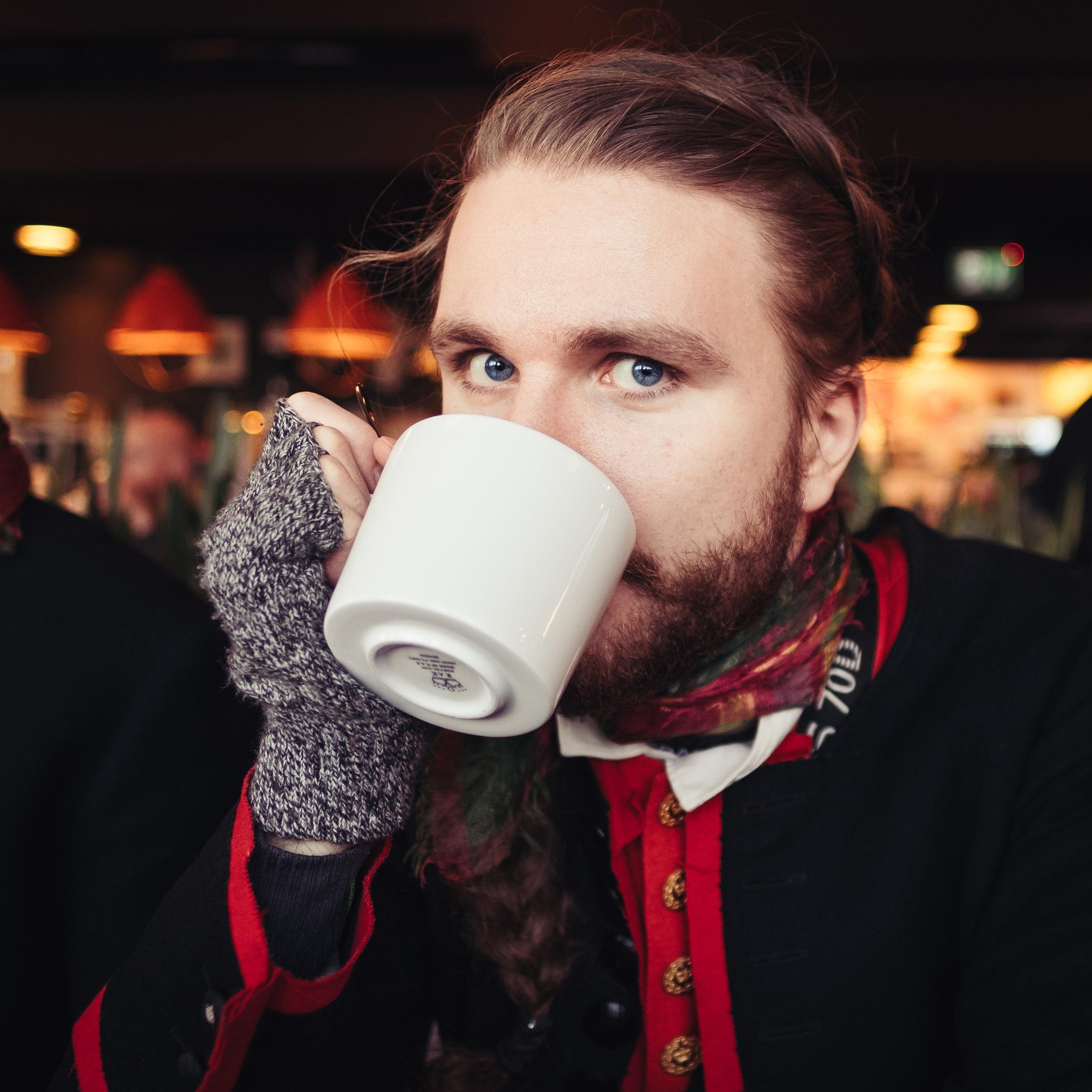 Carl Öst Wilkens - Din kreativa fotograf. Din proffsiga redigerare. Din effektiva programmerare. Din folkdräktsbärande IT-konsult.