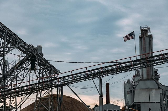 SRM Concrete 🚧🏗🇺🇸⠀ .⠀ .⠀ .⠀ .⠀ .⠀ .⠀ #concrete #construction #photography #photographer #usa #america #commercial #commercialphotography #contentcreator #nashville #nashvilletn #industrial #morning #sunrise