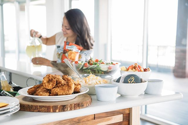 Another image from our shoot w/ @waxeloquentcreative for @pdksouthernkitchen's website + catering menu!