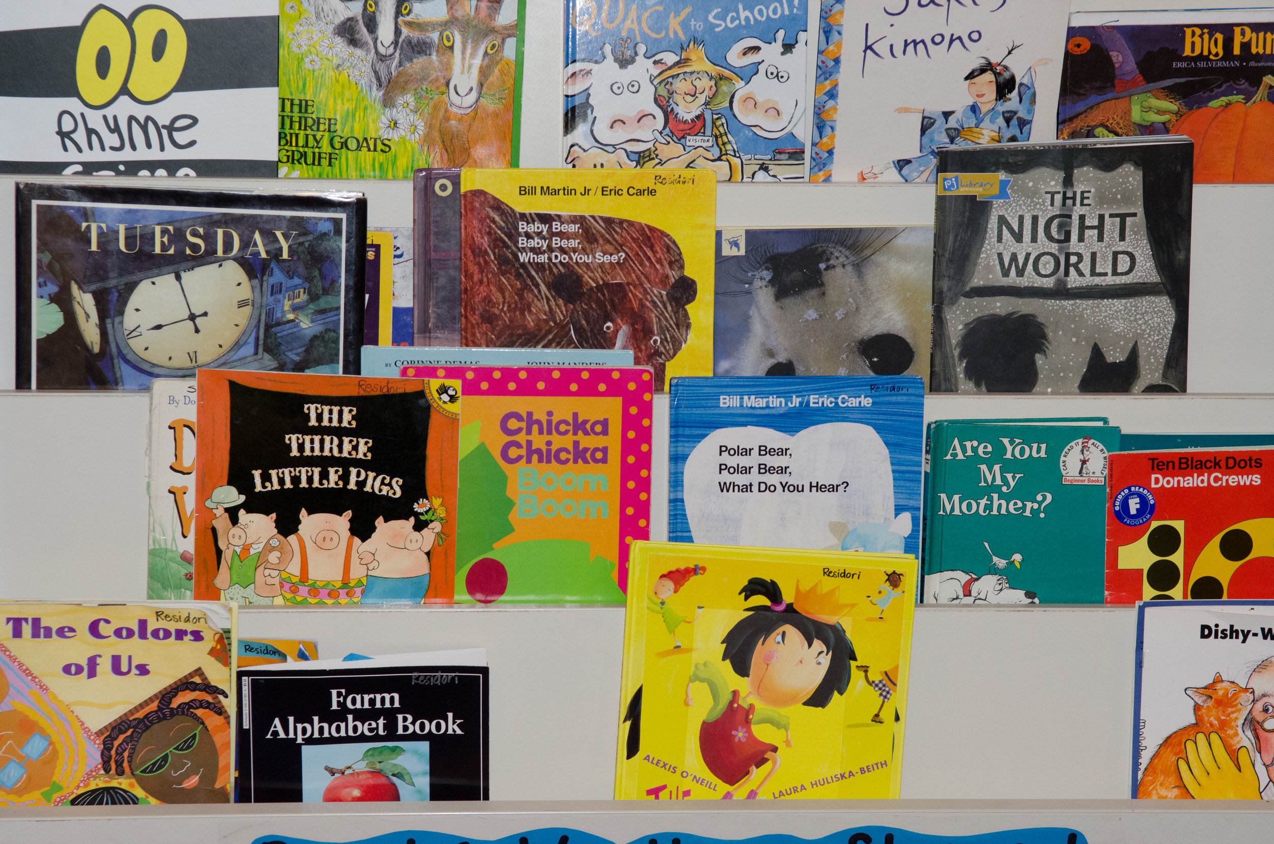 Our K-1 classrooms each have their own library, and students can pick their favorite books during reading time.