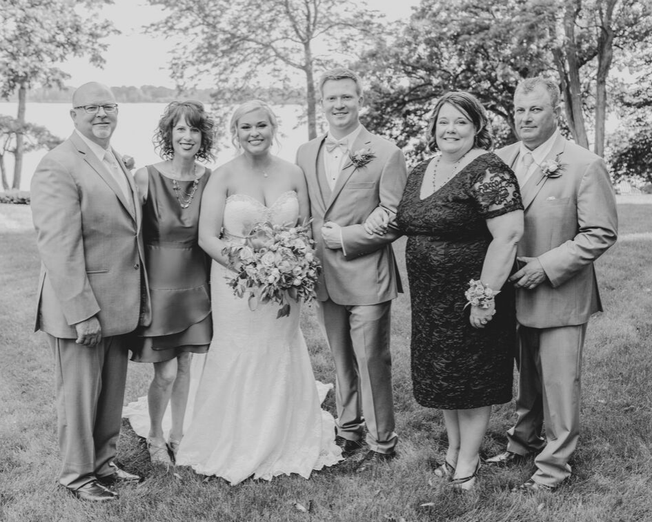 bride and groom family wedding photo from a lake club wedding at the Oconomowoc Lake Club in Wisconsin - Wedding planned by Natural Elegance LLC and Photo by Faith Photography.png