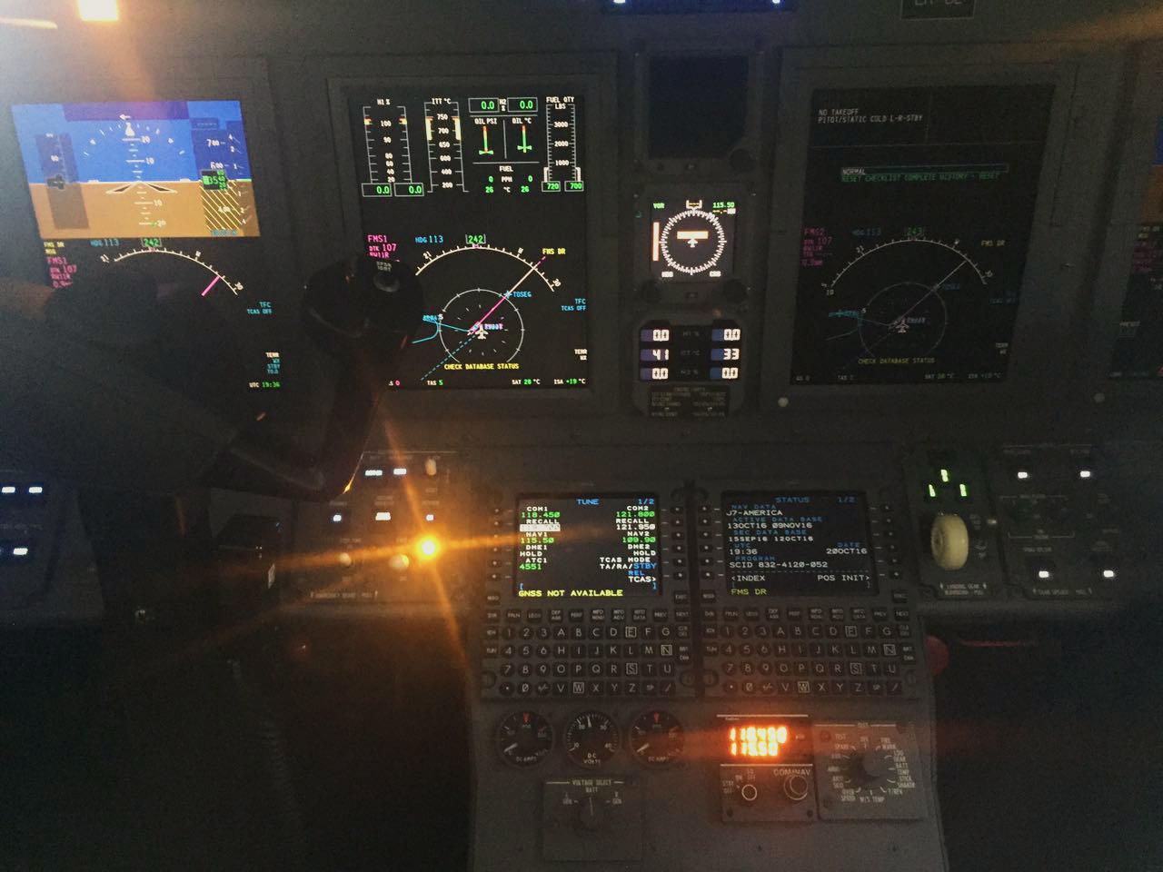 560-6012 Cockpit.jpg