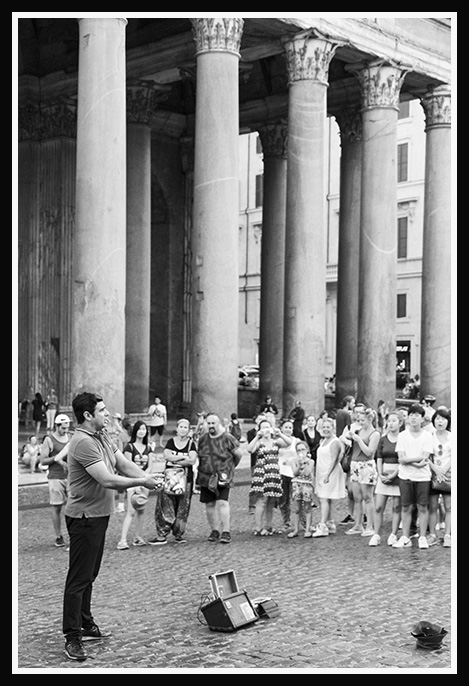 Rome - Pantheon - Street Artist   Fuji XT1 with Fujinon XF 18-135mm © 2017 Miguel Witte