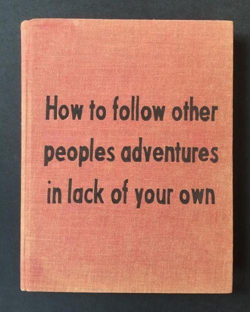 3. Fuck de bestsellers - De keren dat ik een boek las, omdat de halve wereld erover jubelde, vond ik het niks. Vele Hemels Boven de Zevende was een nagel aan mijn doodskist en ik telde bij J.D. Salinger's Franny and Zoeey de pagina's tot ik het uit had. Ik had natuurlijk de boeken weg moeten leggen, maar omdat ik van zoveel mensen had gehoord dat beide boeken fantastisch waren, bleef ik mezelf voorhouden dat 'het nog moest komen'.Ga niet af op de meningen van anderen. Ga af op die van jezelf. Lees alleen wat jij leuk vindt en fuck de rest. Alleen op die manier ga je lezen verkiezen boven bijvoorbeeld urenlang memes bekijken.