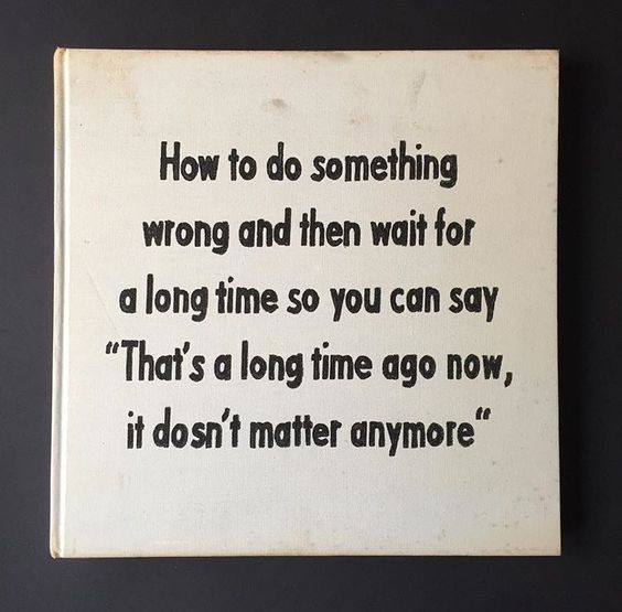 4. Gebruik je agenda - Een jaar geleden wilde ik meer lezen, omdat ik niet wist hoe en waar ik moest beginnen, besloot ik het zo eenvoudig mogelijk te houden: elke avond net voor ik ging slapen zou ik lezen tot ik moe werd. Zoals ik al zei: ik ben bijzonder slecht in het creëren en volhouden van nieuwe routines, maar omdat dit doel eenvoudig en overzichtelijk was, hield ik het vol. En nu, ruim een jaar later, lees ik nog steeds elke avond tot mijn ogen beginnen te prikken van vermoeidheid. Hoe laat het ook is en waar ik ook slaap, ik lees.