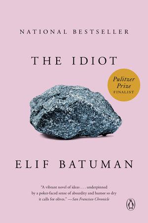 """1. The Idiot, Elif Batuman - Genre: RomanSamenvatting van het boek in twee zinnen: Het is 1995 en Selin is min of meer per ongeluk op Harvard beland. Ze heeft geen idee wat ze wil studeren en volgt daarom maar het vak Russisch, tijdens de lessen wordt ze heimelijk verliefd op haar mysterieuze Poolse klasgenoot Ivan, met wie ze een mailvriendschap krijgt. Favoriete quote: """"I found myself remembering the day in kindergarten when the teachers showed us Dumbo, and I realized for the first time that all the kids in the class, even the bullies, rooted for Dumbo, against Dumbo's tormentors. Invariably they laughed and cheered, both when Dumbo succeeded and when bad things happened to his enemies. But they're you, I thought to myself. How did they not know?"""""""