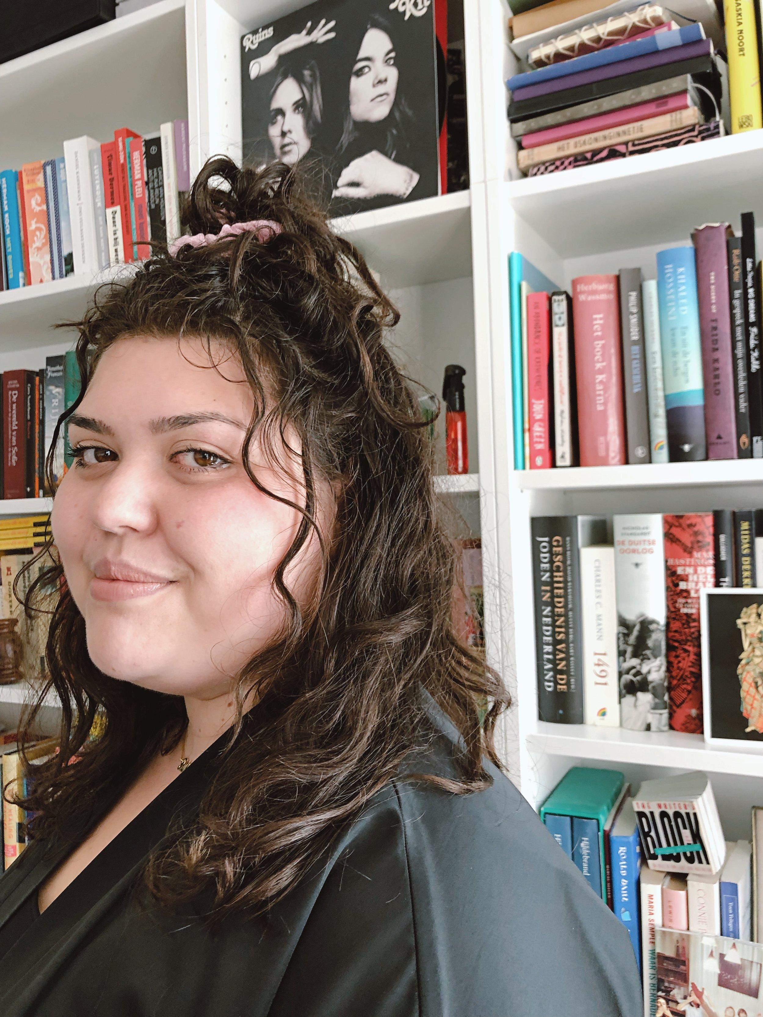 - Tatjana Almuli debuteerde in april met haar boek Knap voor een dik meisje en duikt sindsdien overal op in de media; ter promotie van haar pas verschenen boek, maar ook om tegengeluid te geven na uitspraken van ignorante televisiepresentatrices over de plus-size mannequins en sportleggings van Nike.