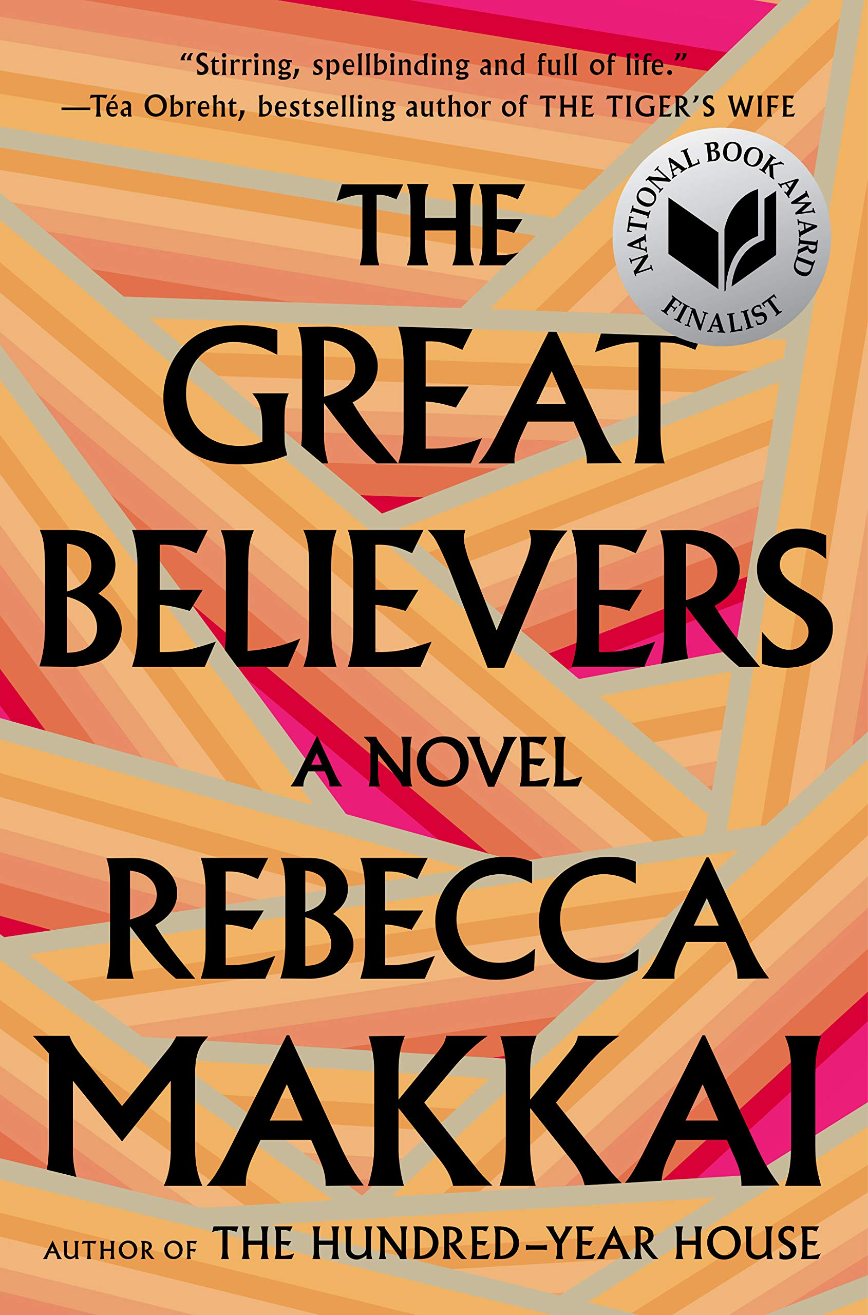 the great believers, rebecca makkai - Genre: RomanSamenvatting van het boek in twee zinnen: The Great Believers gaat over de strijd van de gayscene tegen aids in de jaren 80. Het is een boek over hoop, vriendschap, verlies, liefde en empathie. De New York Times riep dit boek trouwens uit tot een van de tien beste boeken van 2018.Waarom dit het perfecte boek is om te lezen op het strand: Eenmaal begonnen met lezen is het lastig om te stoppen. Dit veroorzaakt een tweestrijd in je hoofd, want je wil wel stoppen. Niet omdat het boek slecht is of het verhaal niet pakt, maar omdat dat het juist wel doet en je niet wil dat het boek uit is.Favoriet citaat: 'And was friendship that different in the end from love? You took the possibility of sex out of it, and it was all about the moment anyway. Being here, right now, in someone's life. Making room for someone in yours.'