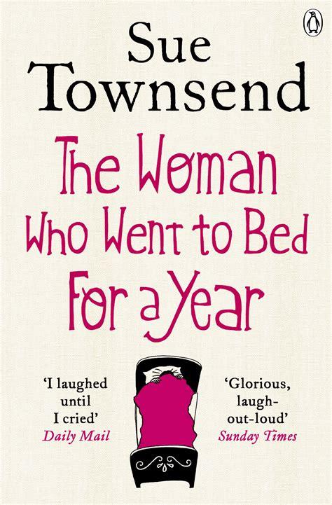 """10. The Woman Who Went to Bed For A Year, Sue Townsend - Deze heldin van een hoofdpersoon deed waar we allemaal wel eens aan denken: je bed in duiken en er een jaar niet meer uitkomen. Wanneer haar tweeling het huis verlaat, besluit Eva zich in bed te verstoppen voor het leven, maar terwijl zij zich probeert te verstoppen, komt het leven gewoon naar haar.Favoriete quote: """"I haven't used my brain for so long, the poor thing is huddled in a corner, waiting to be fed."""""""