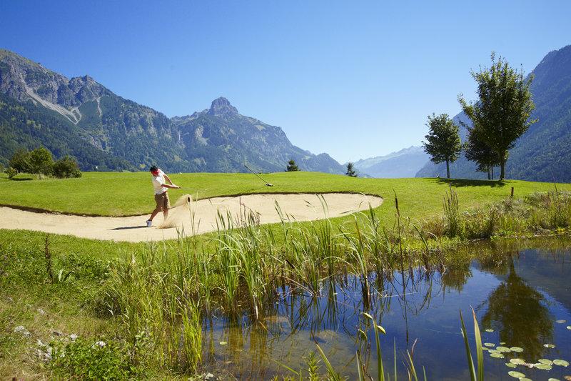 Golfplatz Bludenz-Braz mit Roggelskopf (c) Joachim Stretz - Alpenregion Bludenz Tourismus GmbH.jpg
