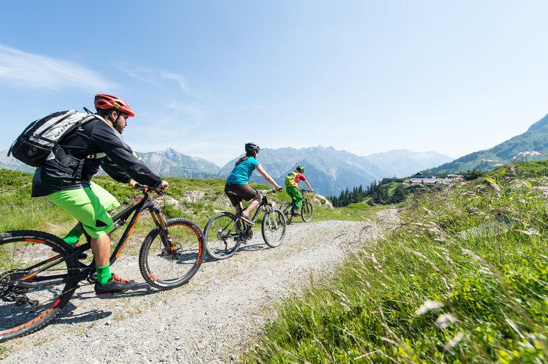 Mountainbiken im Klostertal (c) Alex Kaiser - Alpenregion Bludenz Tourismus GmbH.jpg