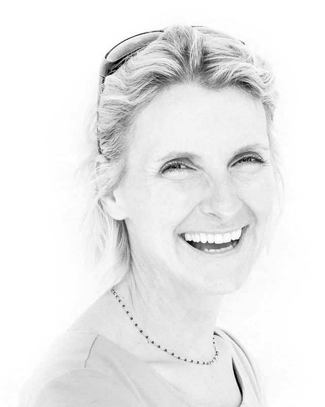 Taking a break from pictures of the mean streets to post this #portrait I made a few years ago of @elizabeth_gilbert_writer. I think I remember my favorite photos I have taken long after they have been made because they represent genuine moments in my life of being truly present- in this case being in the presence of someone of such talent and genius (and irrepressible sense of humor). Cartier-Bresson said the act of making a photo is when your eye, your head and your heart are on the same plane (paraphrased). It is truly an act of being present, a moment of awareness that transcends place and time. Thanks to @tony1stdibs for taking me along on this ride to #philadelphia to do these portraits and to Liz for being such a good sport! Great memories! #portraiture #eatpraylove