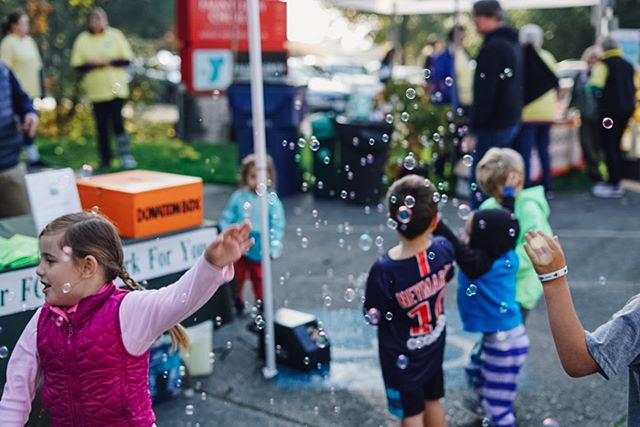 LET THE COUNTDOWN BEGIN: 132 days until the 2019 #fauntleroyfallfestival in the #fauntleroy neighborhood of West Seattle! Save the date (10/27/19) and start dreaming up your ideas for the cake contest and practicing your pie-eating techniques. See you all when the leaves turn! 🍂🎃 Amazing festival memories captured by @danielleraneyphotography