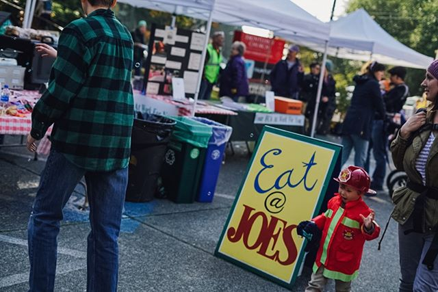 Partners like Endolyne Joe's make throwing the #fauntleroyfallfestival possible. They (and their pulled pork sliders) also happen to make the festival a delicious family outing 😋  Photos from our 2018 festival thanks to talented fellow West Seattleite @danielleraneyphotography  #westseattle #seattleevents #fauntleroy