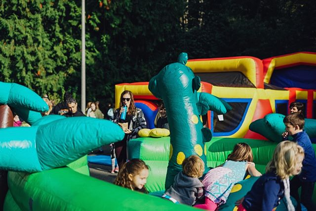 Bouncin' into September, and now we can officially say that the 2019 #fauntleroyfallfestival is NEXT month!  Photo from our 2018 festival by the talented Danielle Raney Photography  #westseattleevents #westseattle #seattleevents
