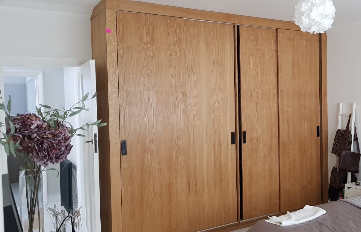 WARDROBE, OAK VENEER, OAK, WOODEN WARDROBE, BESPOKE CARPENTRY, HANDMADE.jpeg