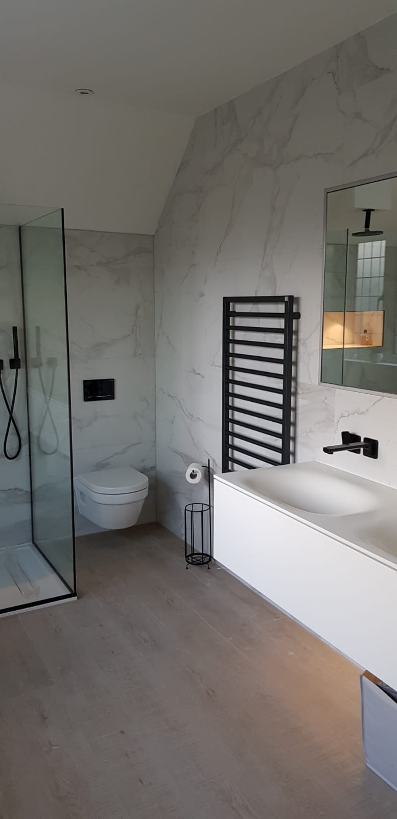 WHITE BATHROOM, WHITE MARBLE, MINIMAL BATHROOM.jpeg