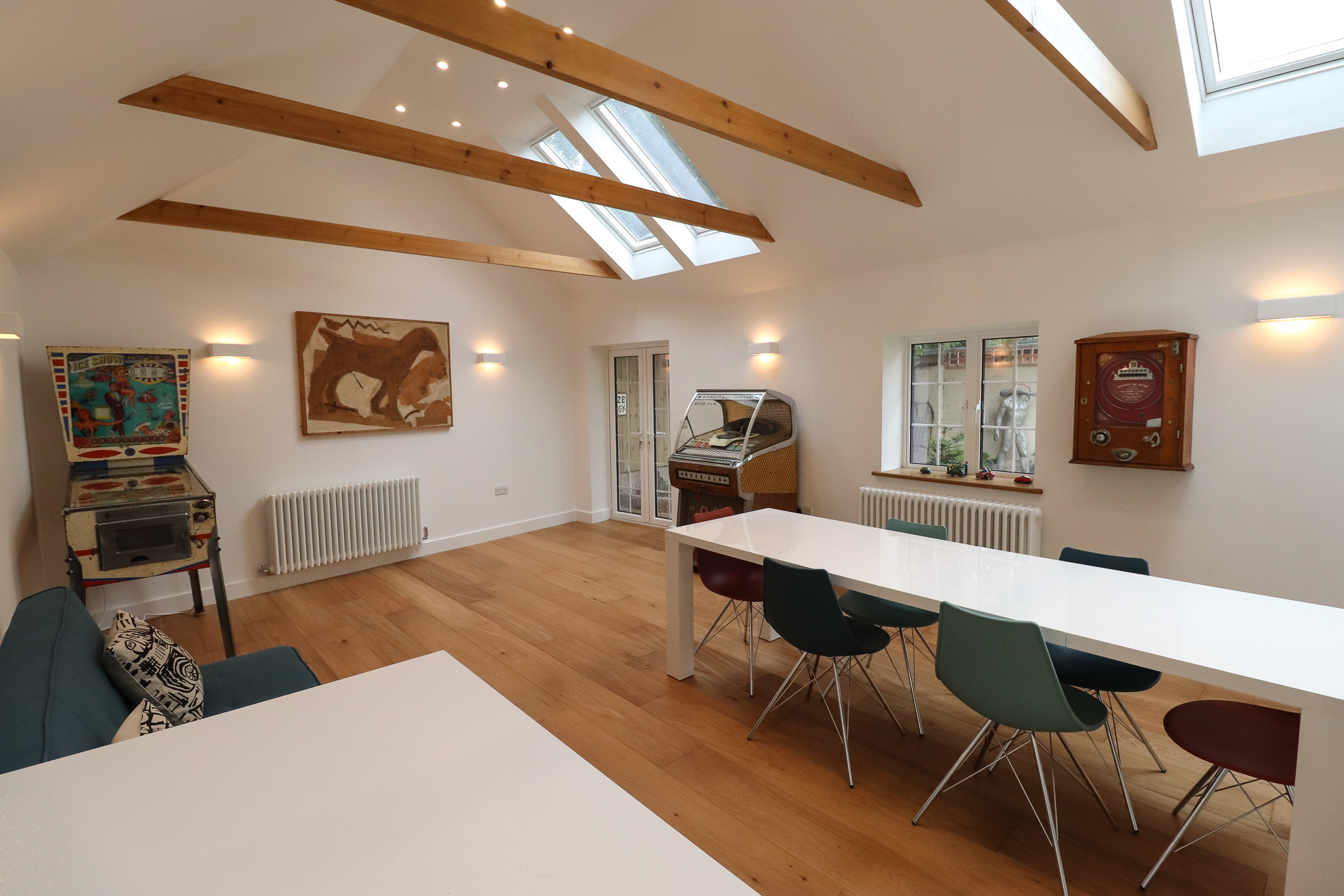 CAMBERWELL, OPEN PLAN SPACE, EXPOSED BEAMS, VINTAGE ARCADE, FAMILY HOME.jpg