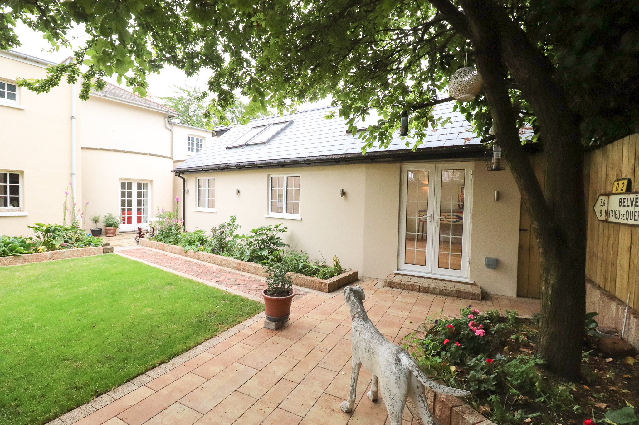 CAMBERWELL, OUTDOOR, STONE DOG, QUIRKY GARDEN, LANDSCAPING, PAVING, RENDER.jpg