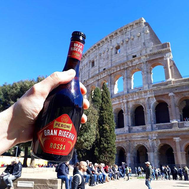 Gran Reserva Peroni, BIG blue sky and the Colosseum...can you say perfect day? This little number is made with all Italian malts, it's good 'n rich but still thirst-quenching . #beer #birra #beerstagram #beerblogger #beeroftheday #brewoftheday #instabeer #instabrew #beerwithaview #brewwithaview #beerphoto #travel #rome #birraroma #roman #craftbeer #craftnotcrap #sunny #blueskies #draughtontour #bottledbeer #granreserva #draughtmagazine