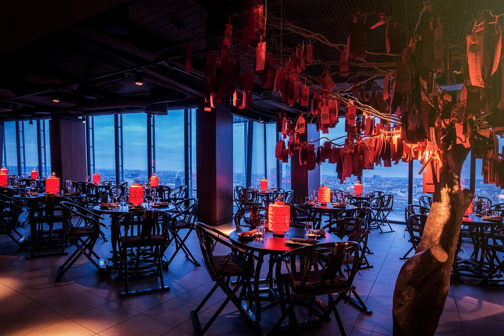 4. Hutong - A glitzy, high-end Chinese restaurant with Old Beijing decor, it offers upscale regional food with a side order of magnificent views.