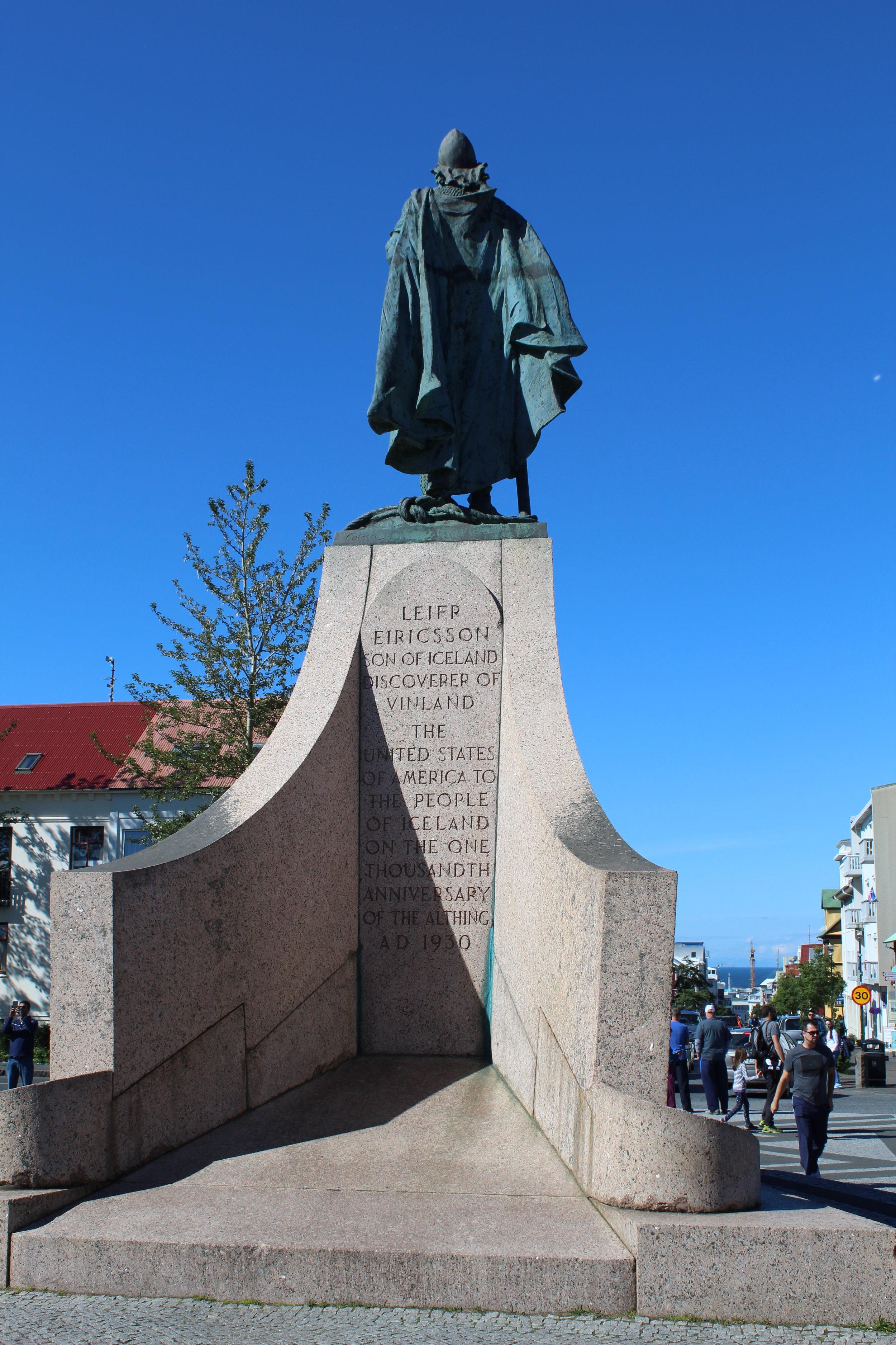Statue of Leif Erikson infront of the Hallgrimskirkja