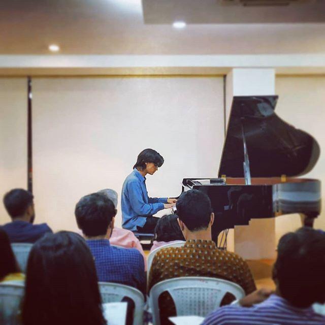 18.11.18 // refuge.1 Theme Piano World, Bangalore courtesy The Majolly Music Trust  #refugepointone #solopiano #bangalorelive #amanmahajan #improvisedmusic #majollymusictrust #themepianoworld