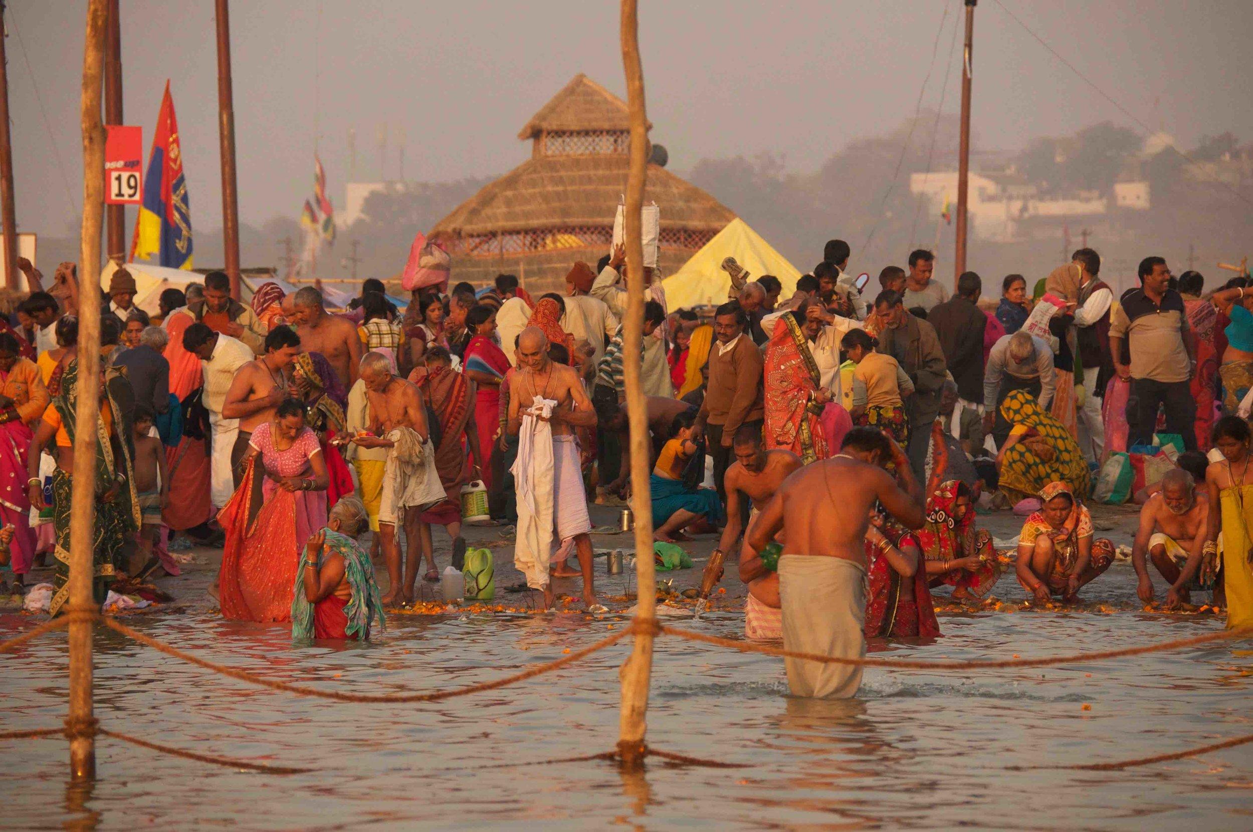 Yolanda-French-Yogalanda-Kumbh-Mela-Bathers.jpg
