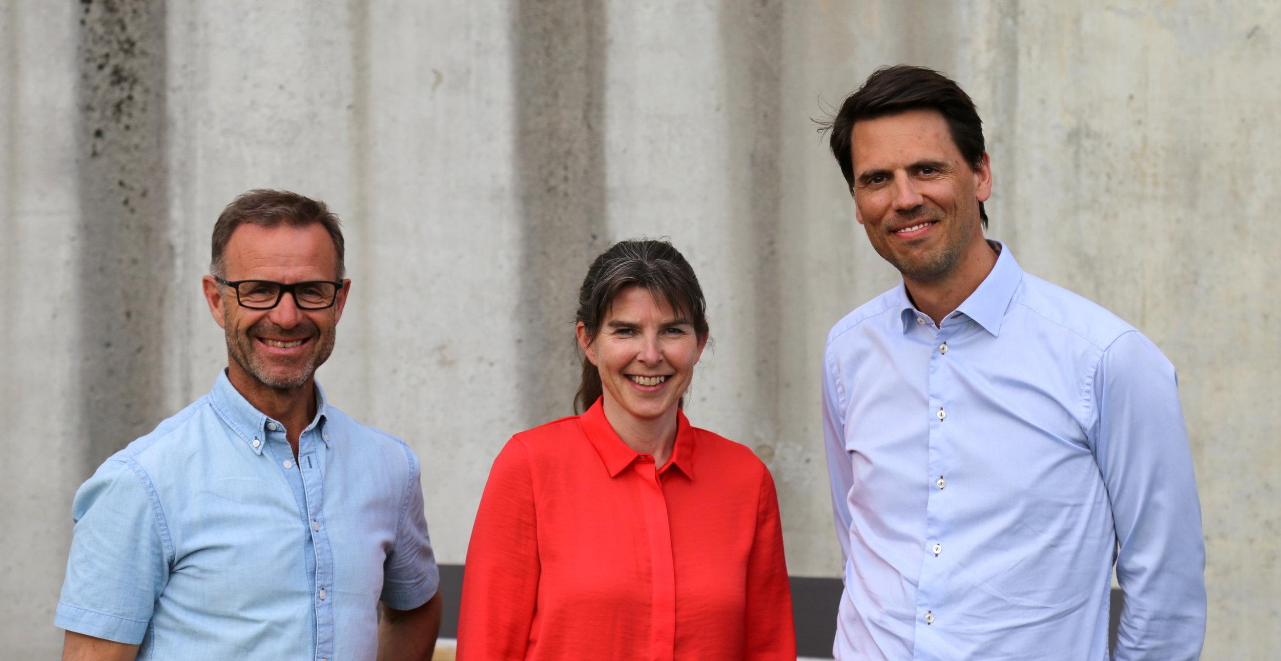 Avtroppende styreleder Odd Tore Finnøy, daglig leder i NCE iKuben Hilde Aspås, og ny styreleder i NCE iKuben, Knut Festervoll.
