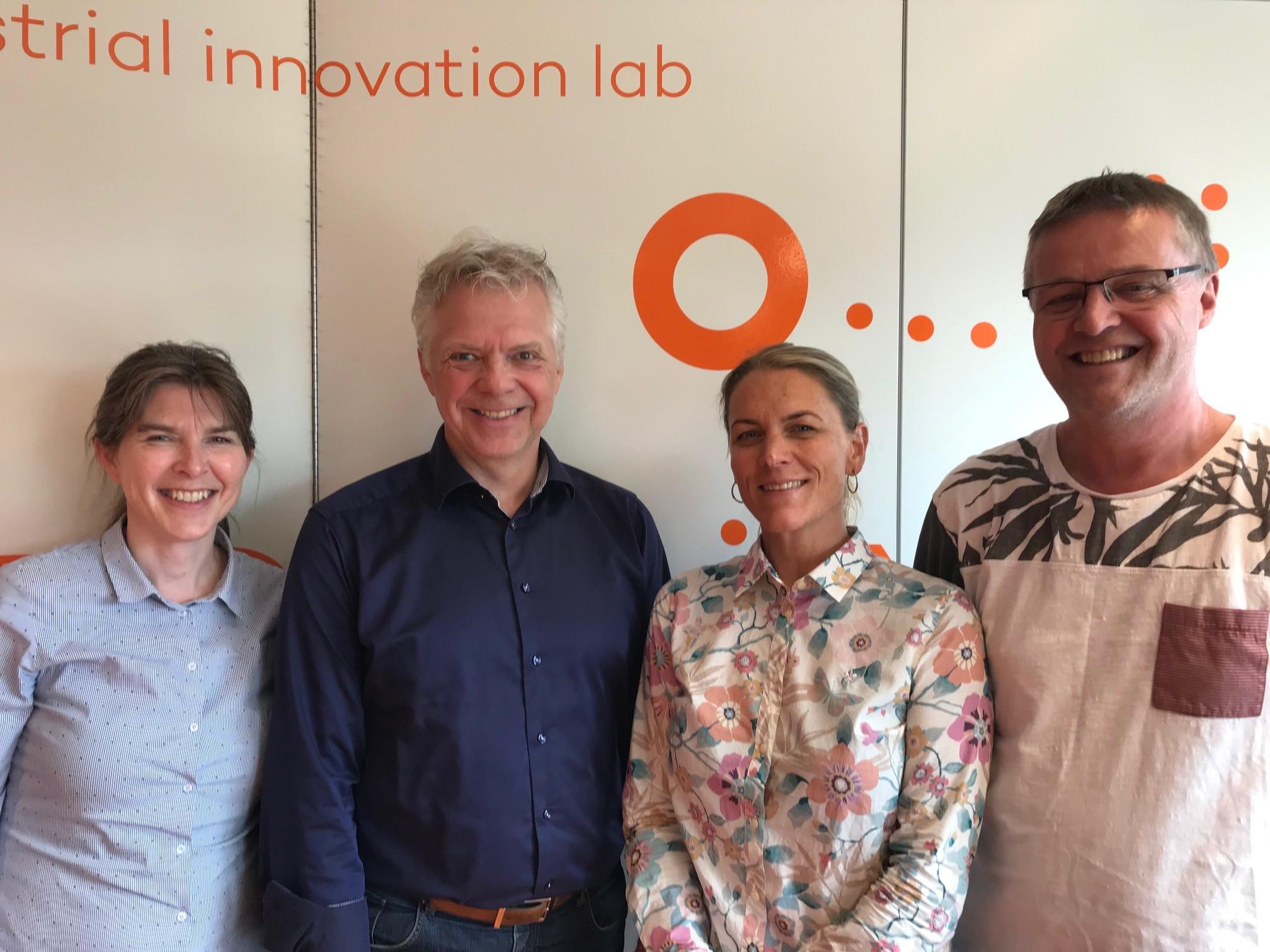 Fra venstre: Hilde Aspås, daglig leder i NCE iKuben, Gaute Knutstad, forskningssjef i Sintef Manufacturing, Karen Landmark, EU- og FoU-rådgiver NCE iKuben og Arne Larsen, prosjektleder NCE iKuben.