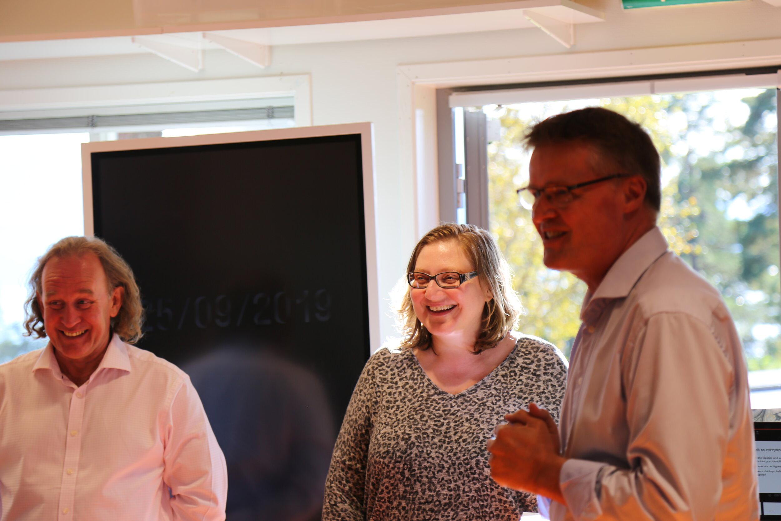 Iam Bamford og Dr. Doroteya Vladimirova fra Center for Industrial Sustainability ved Institute for Manufacturing på University of Cambridge med Arne Larsen, prosjektleder, i Innovasjonslaben.
