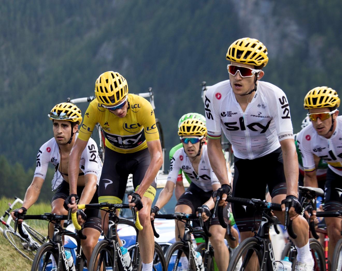 Tour_de_France_2017,_sky_peloton_(35326163734).jpg
