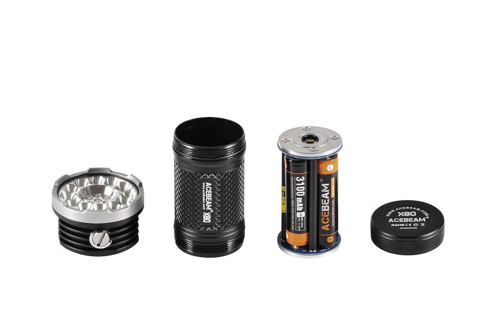 Conception intelligente - La tête, le corps, le porte batteries et le culot se démontent facilement pour un accès aisé aux 4 batteries