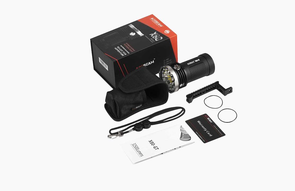 Contenu de l'emballage - Lampe X80GT + 4 batteries AcebeamPoignée de transportÉtui de ceinture et dragonneMode d'emploi et carte de garantie2 joints toriques de rechange