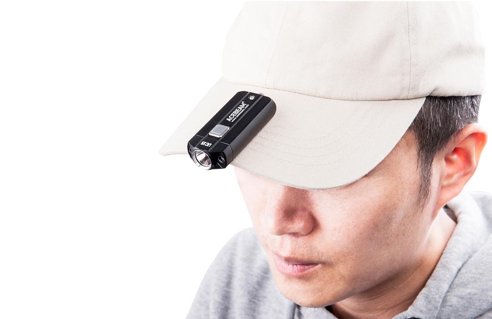 Super pratique - La lampe de poche Acebeam UC15 est vraiment pratiqueSa taille compacte, son poids réduit et son clip permettent une variété d'utilisation