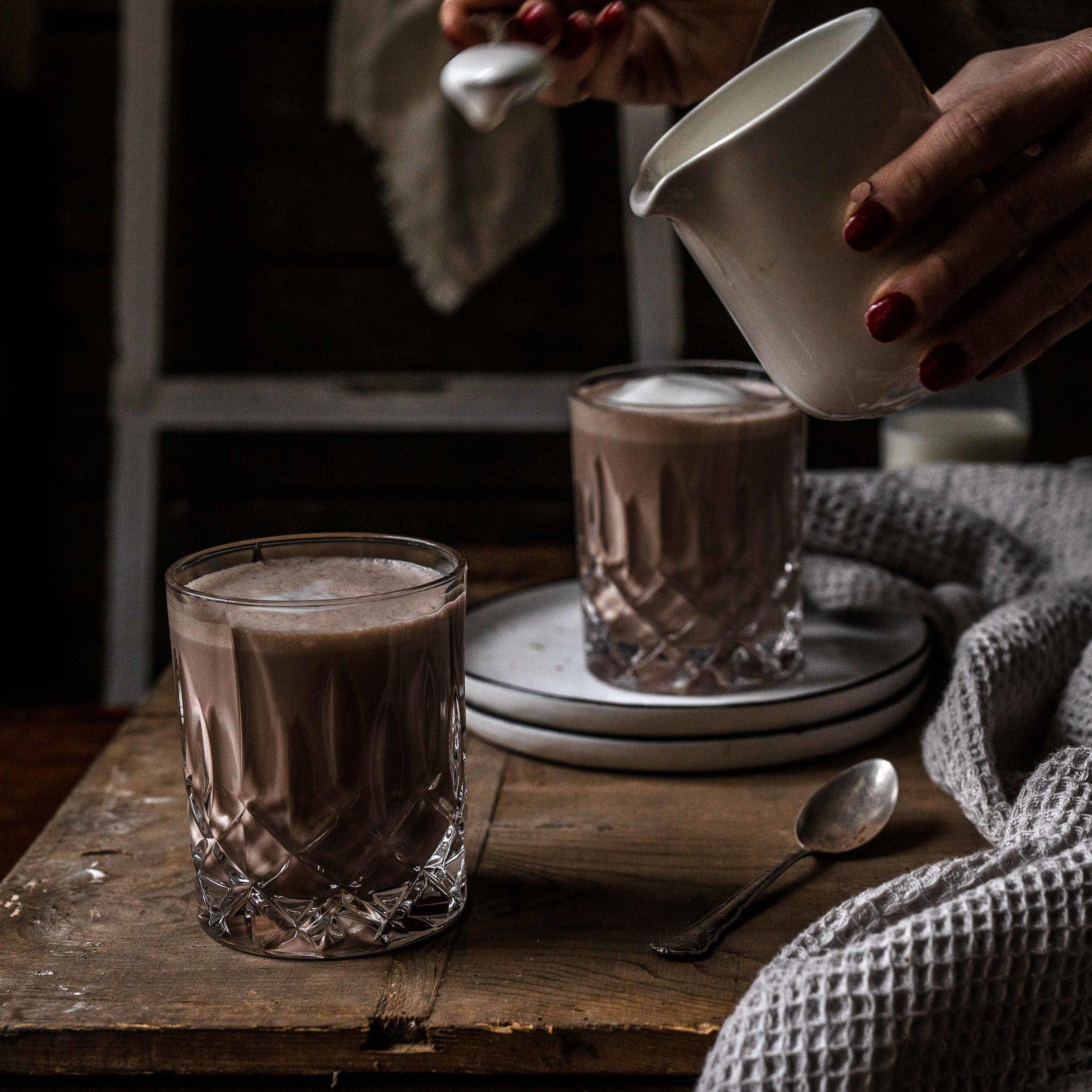 …und zuletzt geben wir den Milchschaum auf die Pfefferminzschokolade.