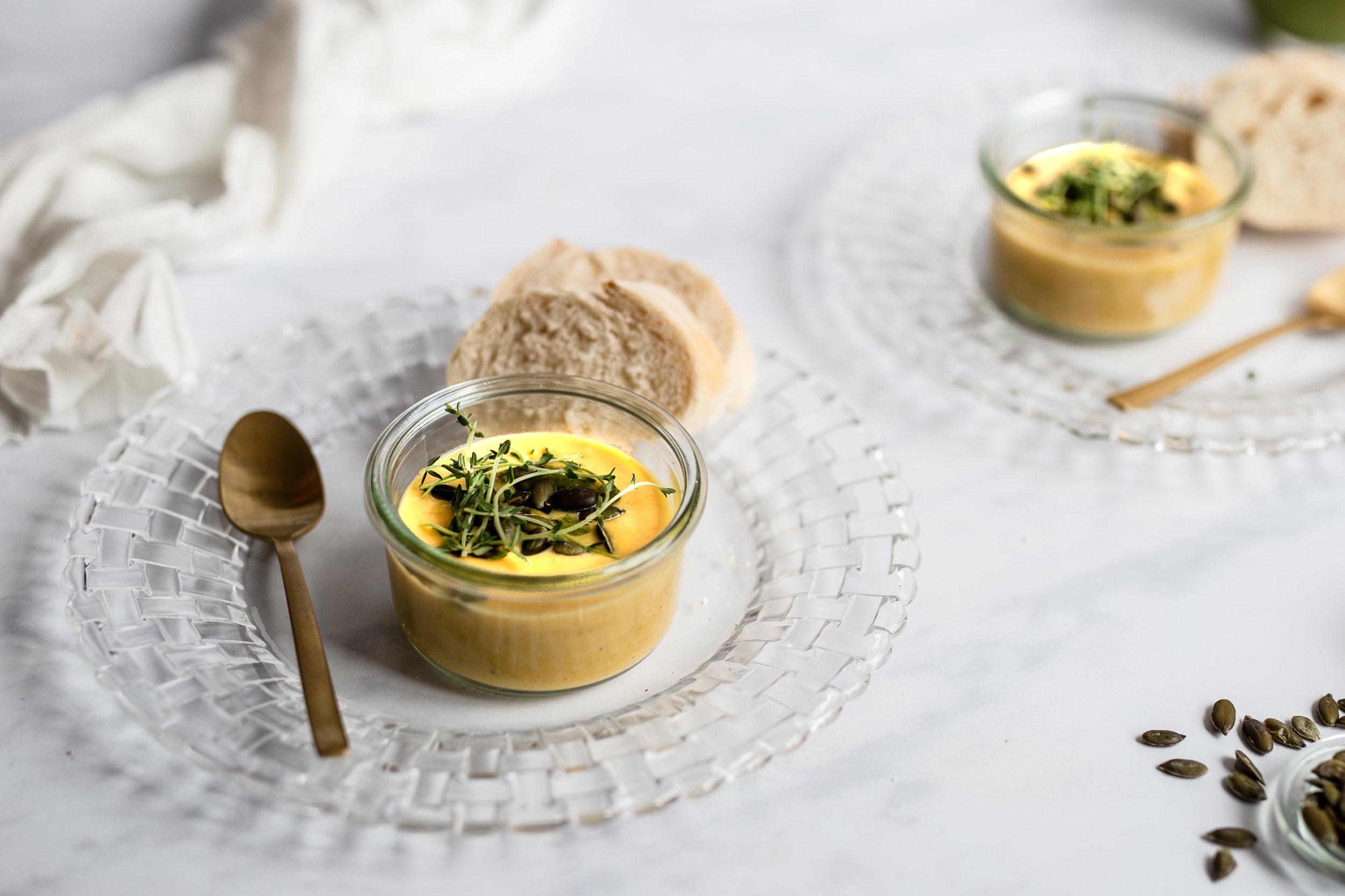 Das Styling unserer Suppe ist dezent, die Bildkomposition ist entsprechend des Anlasses elegant und clean.