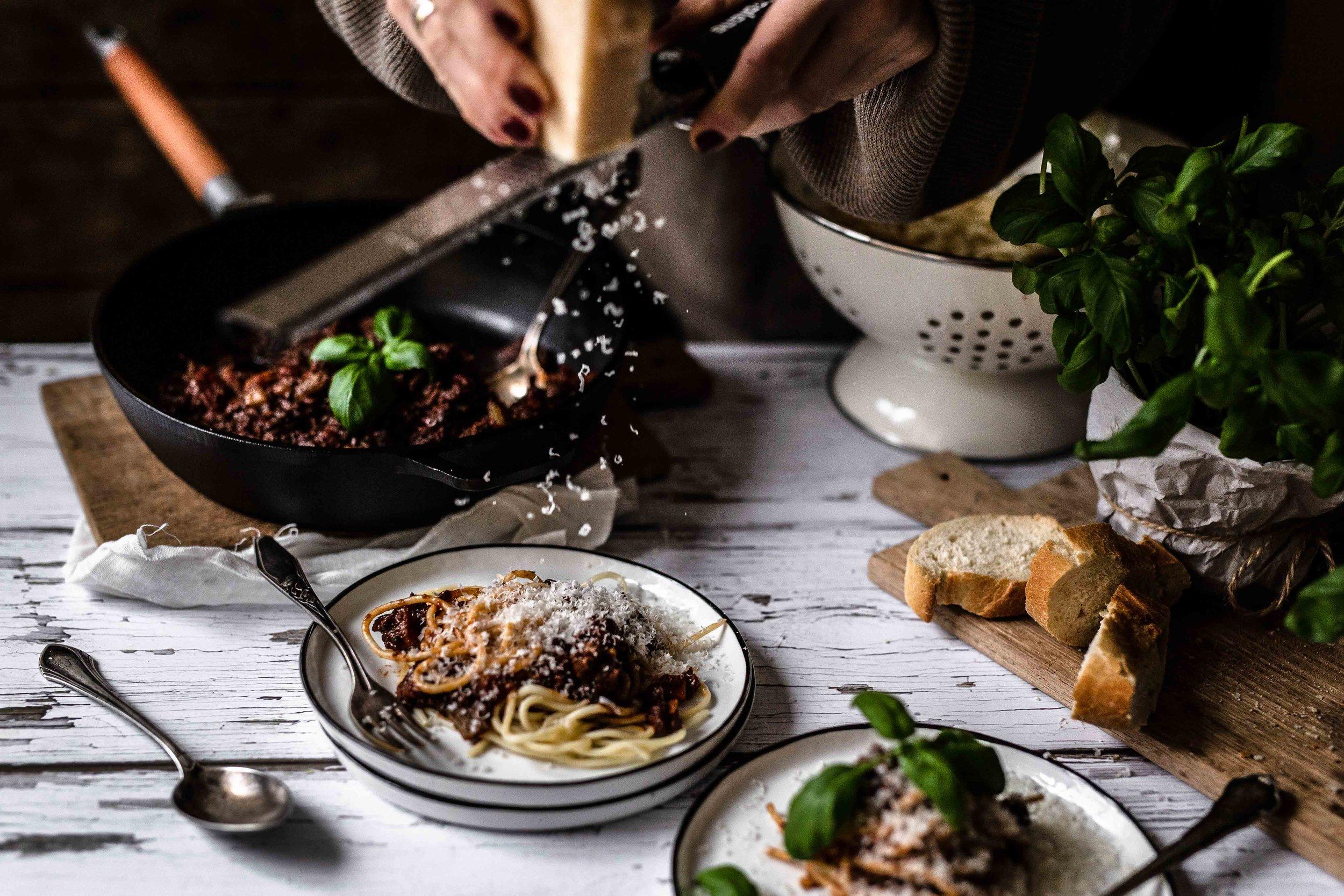 Das letzte i-Tüpfelchen ist frisch geriebener Parmesan. Lasst es euch schmecken!
